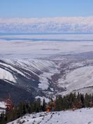 Вид на город Каракол с высоты горнолыжных трасс базы 'Каракол'